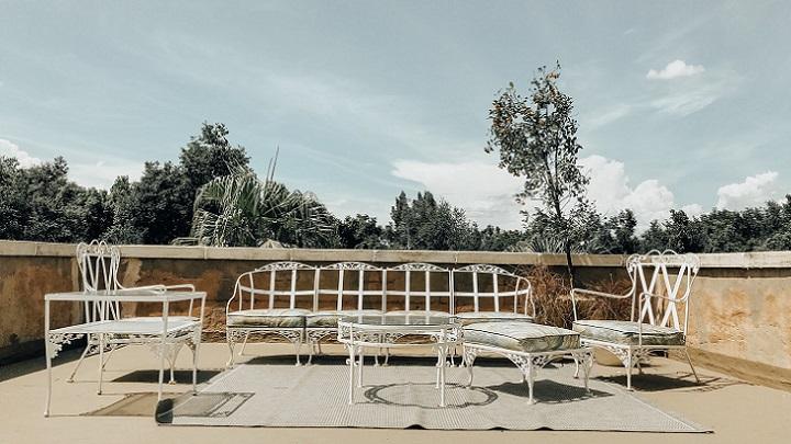 muebles-blancos-en-la-terraza