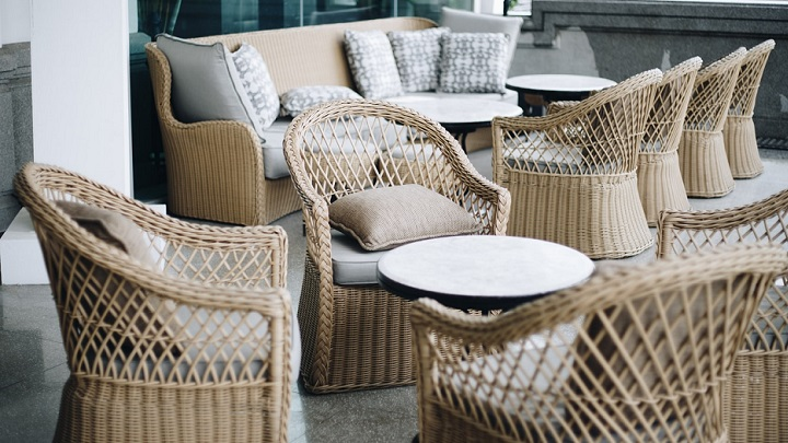terraza-con-muebles-de-mimbre