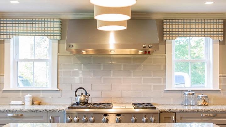 cocina-con-azulejos-grises