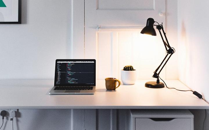 escritorio-con-flexo