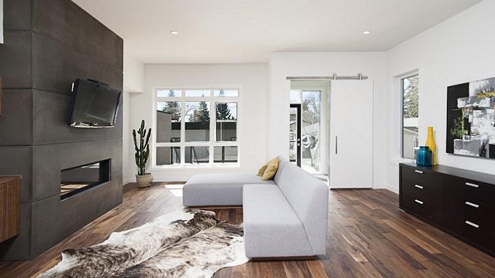 puerta-blanca-en-el-salon