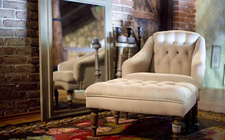 sofa-espejo-y-alfombra