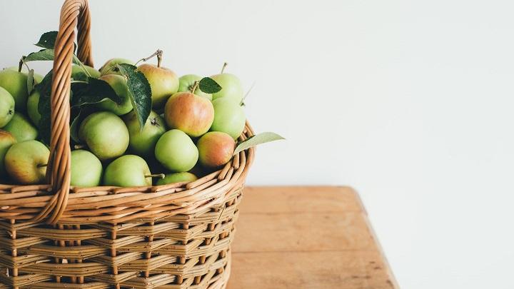 cesta-de-mimbre-con-fruta