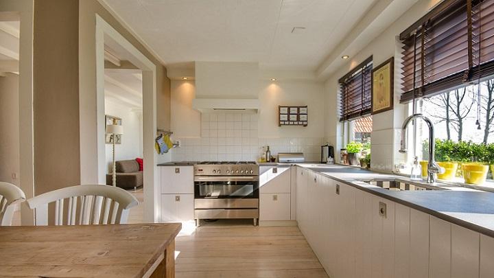 cocina-blanca-con-ventana