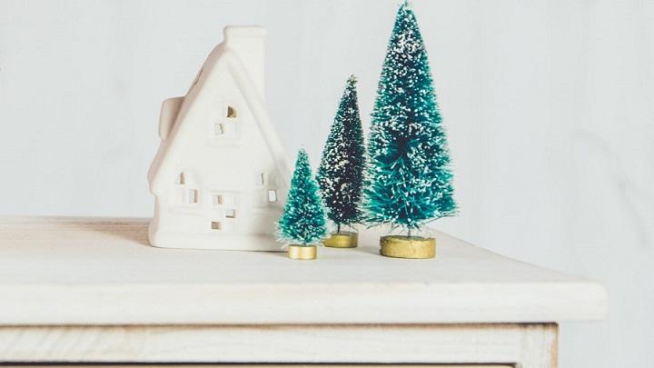 adornos-navidenos-en-mueble
