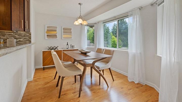 mesa-de-madera-del-salon