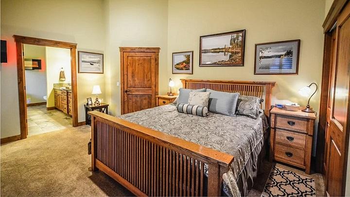 muebles-de-madera-en-habitacion