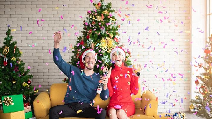 pareja-celebra-navidad