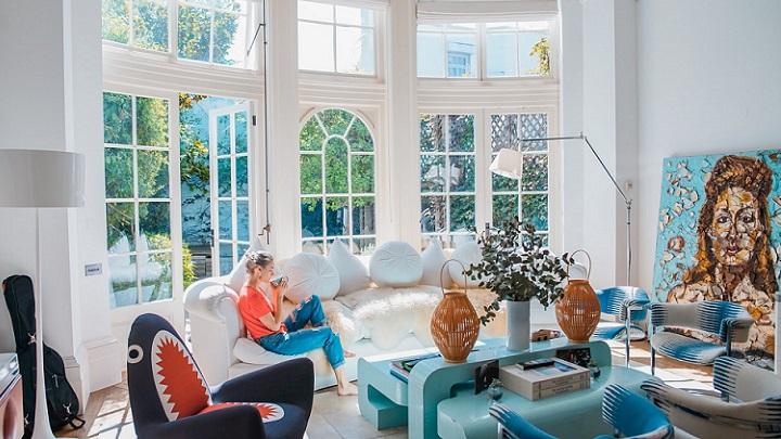 salon-con-gran-ventanal