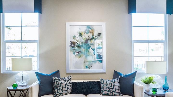 salon-decorado-en-azul-y-blanco