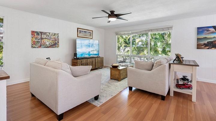 suelo-de-madera-en-el-cuarto-de-estar