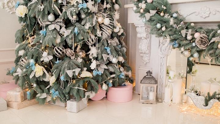 arbol-de-navidad-con-adornos