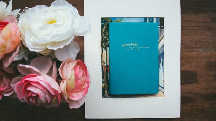 flores-y-cuaderno