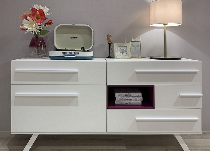 mueble-con-adornos