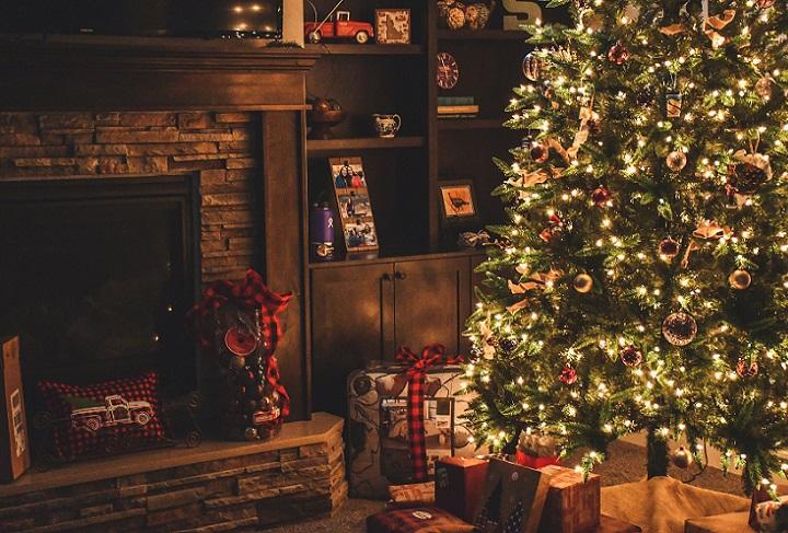 salon-decorado-de-navidad