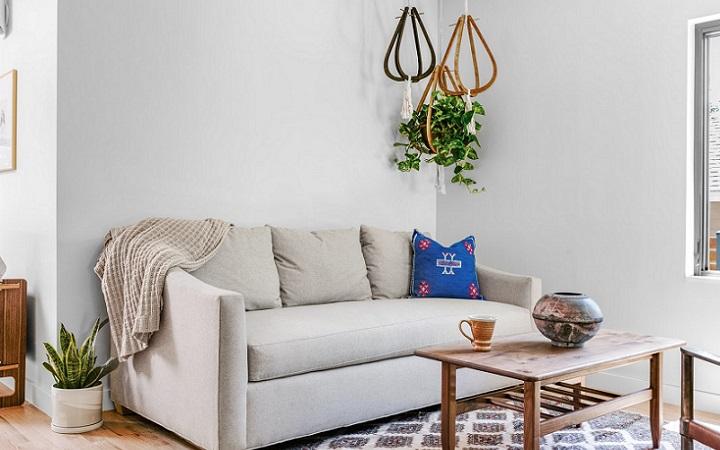 sofa-en-una-estancia-blanca