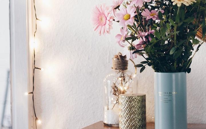 jarron-azul-con-flores
