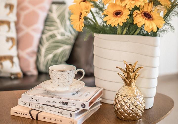 maceta-blanca-con-flores