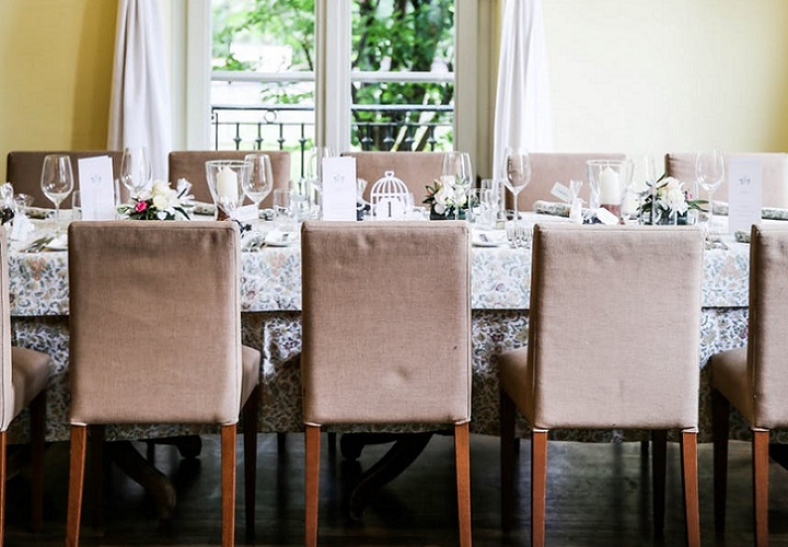 mesa-de-comedor-junto-a-ventana