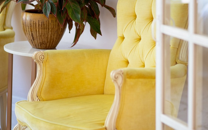sillon-de-color-amarillo