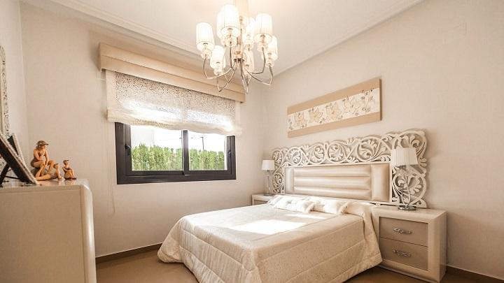 dormitorio-decorado-en-color-blanco