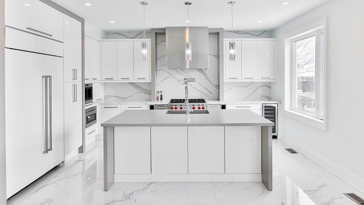 cocina-en-blanco-y-gris