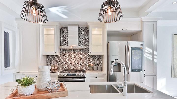 cocina-gris-y-blanca