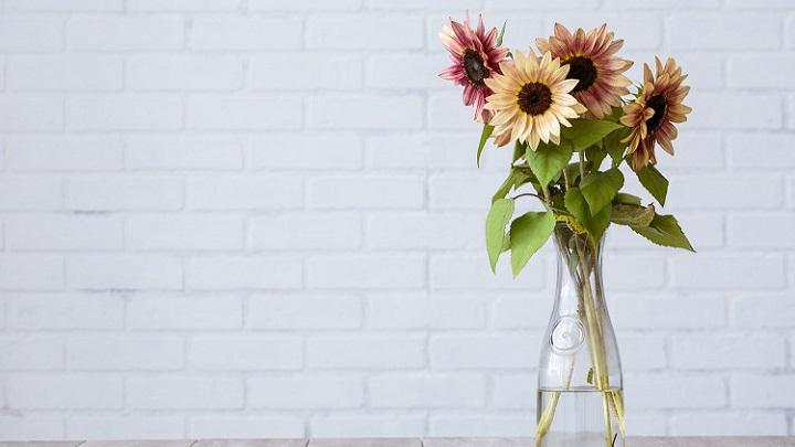 flores-en-jarron-de-cristal