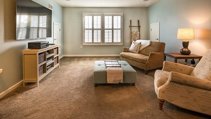 salon-con-diferentes-sofas