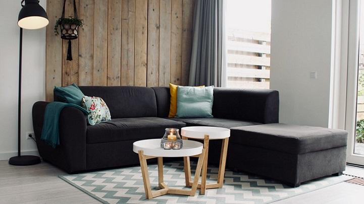 sofa-con-mesa-y-vela