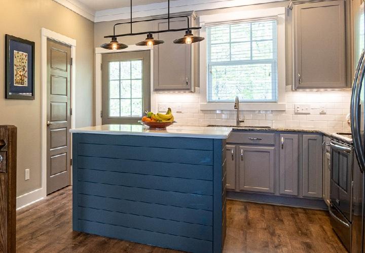 cocina-con-isla-de-color-azul