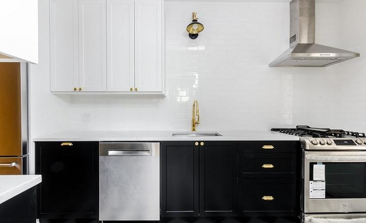 cocina-en-blanco-negro-y-dorado