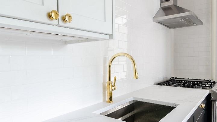 grifo-dorado-en-la-cocina