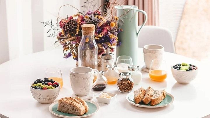 mesa-con-desayuno