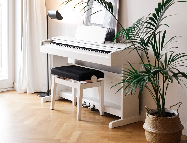 piano-de-color-blanco