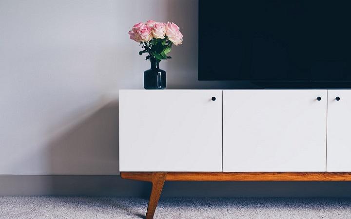television-sobre-el-mueble