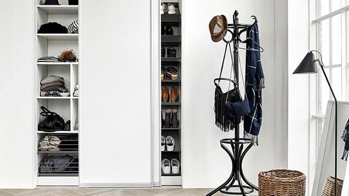 armario-de-puertas-correderas-de-color-blanco