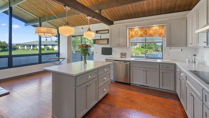 cocina-con-techo-de-madera