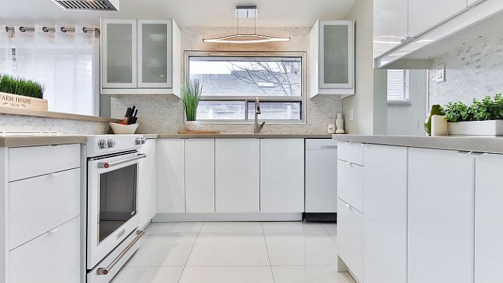 muebles-de-cocina-de-color-blanco