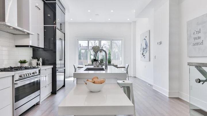 cocina-en-gris-y-blanco