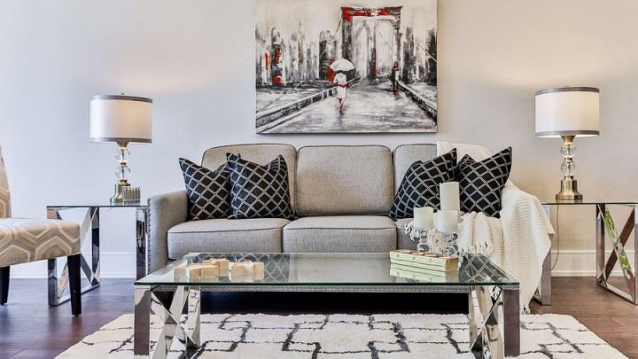 cuadro-y-sofa-en-el-salon