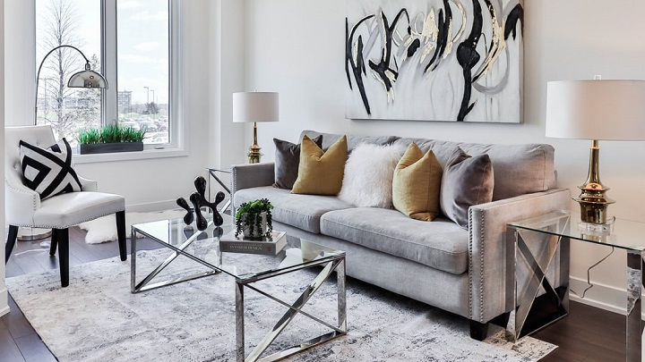 sofa-de-color-gris-perla
