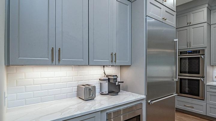 cocina-con-muebles-color-azul