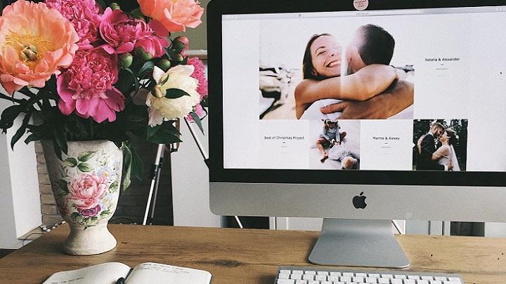 flores-sobre-escritorio