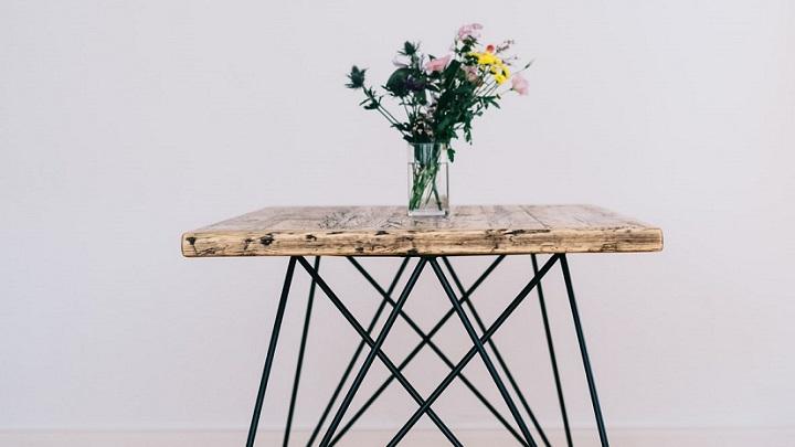 flores-sobre-la-mesa