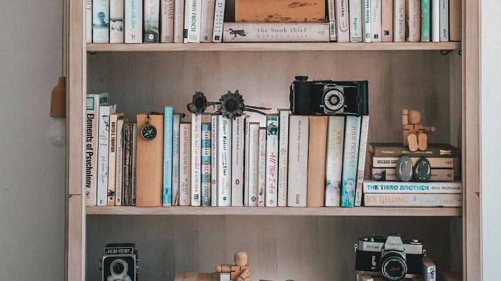 libreria-en-el-pasillo