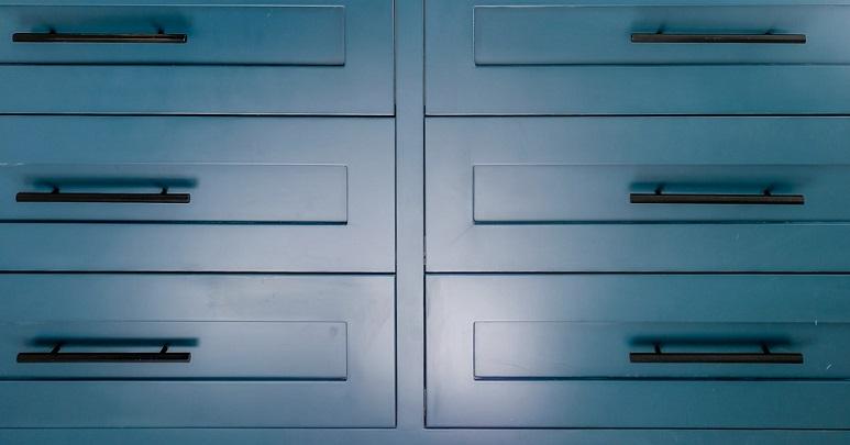 mueble-de-color-azul