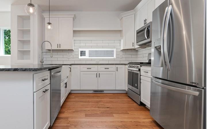 cocina-con-azulejos-de-color-blanco