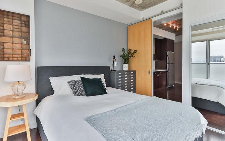 decoracion-asimetrica-en-dormitorio