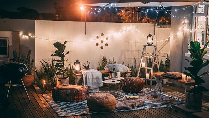 decoracion-con-velas-en-la-terraza